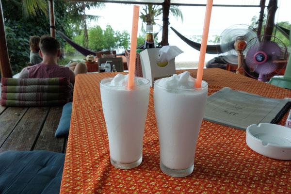 Unsere zwei Kokosnuss Shake
