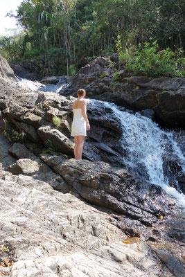 Monja auf dem Wasserfall