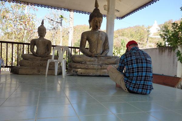 Ich vor dem Buddha