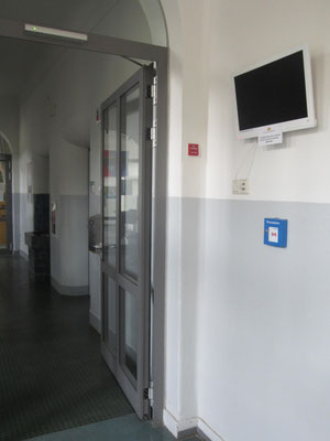 Digitaler Bilderrahmen der Schule mit aktuellen Bildern