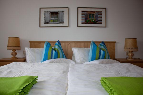 Schlafzimmer (2) mit TV