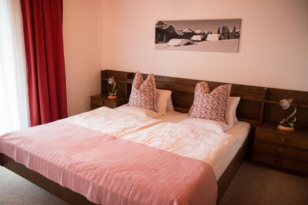 Schlafzimmer (1) mit Doppelbett