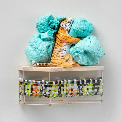 Tiger Tiger: Orangerie, 38 x 38 x 17cm, , Ton glasiert, PU Schaum, Folie bedruckt, Holz, Bambusstäbe, 2021