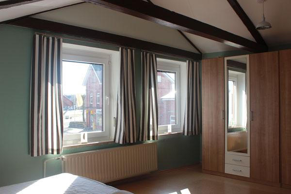Großes Schlafzimmer im Ferienhaus Eiderperle