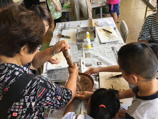 9月23日 浜のかあちゃんの料理教室。おろした魚をすってつみれ汁を作りました!