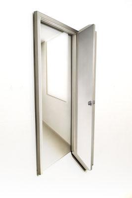 Solo veo el pasado- La puerta del taller. Pintura acrilica y laca sobre MDF y lámina de acrilico. 72cm X 43cm x 3.5cm. 2018
