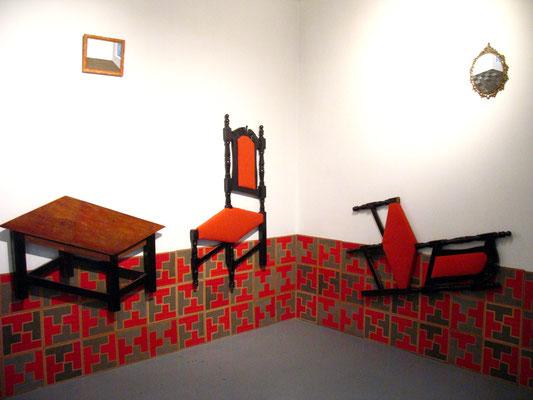 """""""Aún todavía. Un mobiliario paradójico"""". Instalación en Casa Cartel Urbano. Bogotá. 2008."""