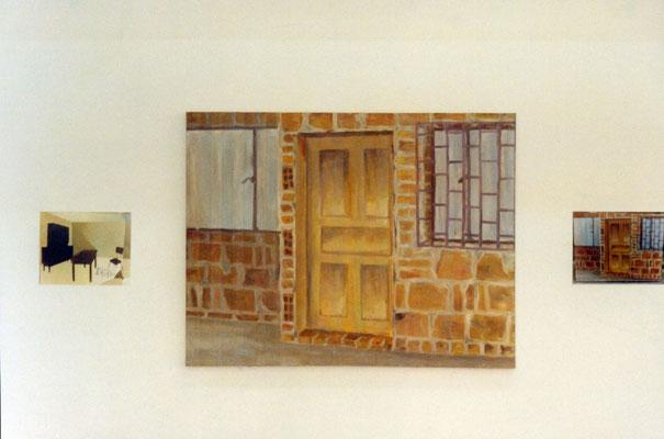 Interior con lampara caida + Puerta y fachada. Acrílico, óleo y cinta adhesiva sobre lienzo. 70 cm X 90 cm. 2001