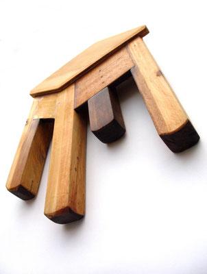 """""""¡Parece pero no es!"""" Silla intervenida y oleo sobre madera. 35cm X  30cm X 4cm. 2014"""