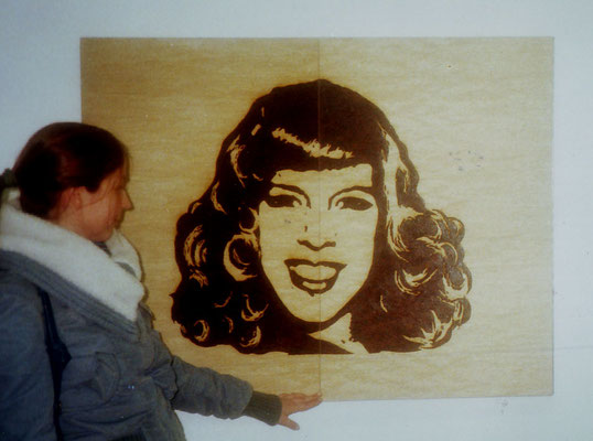 o.T. [2006/07], Holz, Metall, Brandzeichnung, Latexfarbe, Lack; Maße geschlossen: 100 x 150 cm