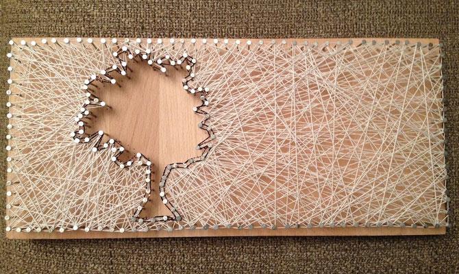 """Nägel Bild mit weißem Garn - Motiv """"Baum"""""""