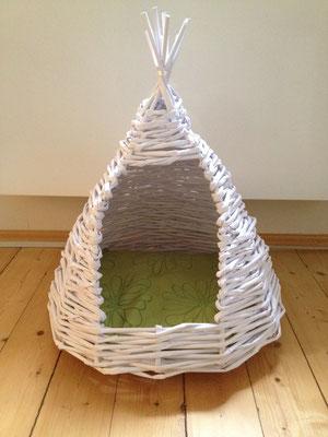 Papier recyceln modern. Katzenhöhle aus Kopierpapier