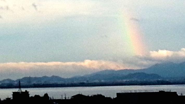 琵琶湖に虹が!