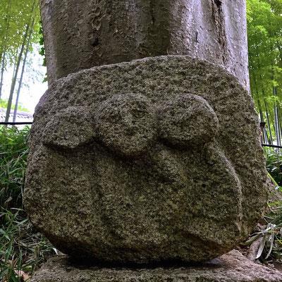 何の石像でしょう?