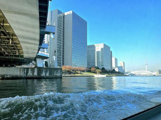 メッセンジャー像から永代橋