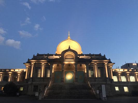 正面から見た築地本願寺
