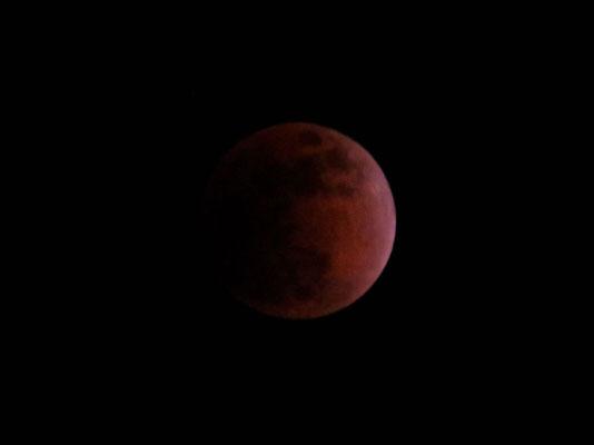 赤銅色の月