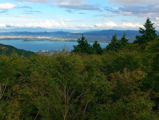 琵琶湖 横川から望むと 池のようにも見えます