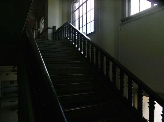 講堂の階段