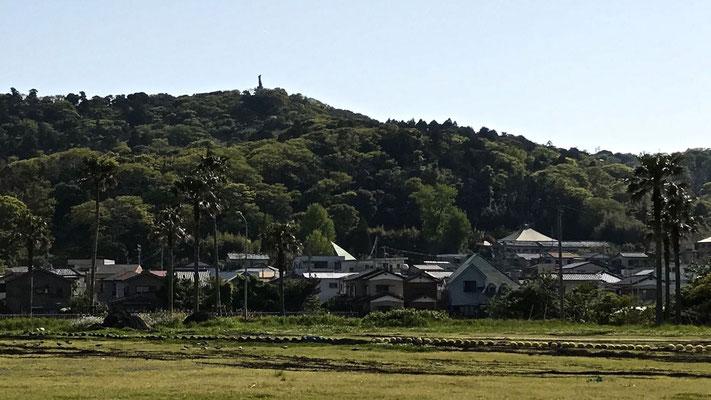 中央の屋根が福田寺