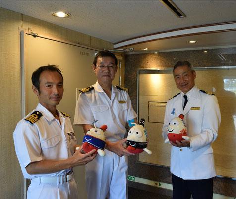 「にっぽん丸」の船長、機関長、ゼネラルマネージャー