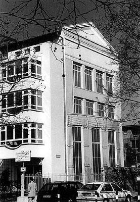 ARCHITEKTUR-ILLUSION,  Karwendelstraße 40 Berlin, 1994, Auftraggeber: Combau, Photo: Daniel Neuhaus