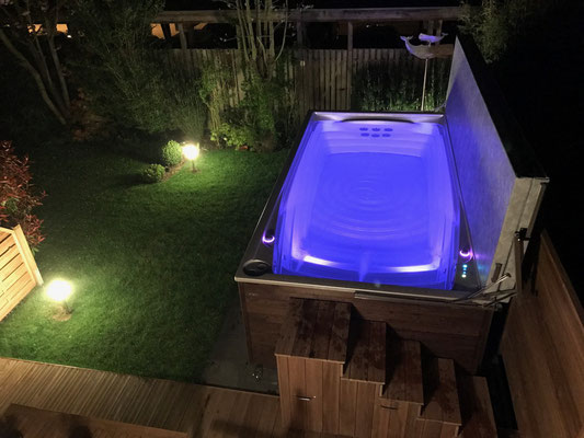 Schwimmspa mit Beleuchtung