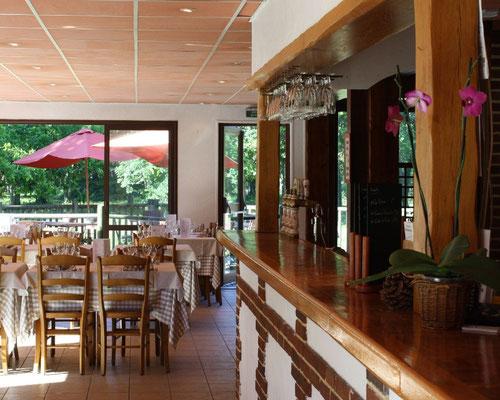 Le restaurant La Garinière interieur