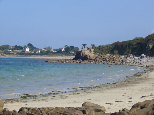 S'allonger sur le sable à Kermagen plage avec un bon bouquin
