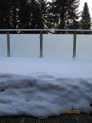 Mein Balkon ist auch zugeschneit. Ich bin mir sicher, in diesem Jahr wird der Schnee nicht verschwinden.