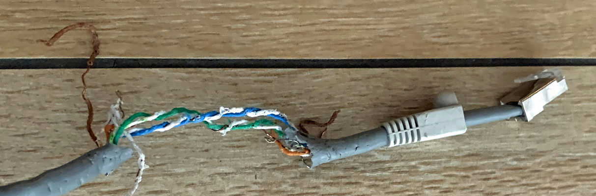 Danach habe ich mich über das DSL-Kabel hergemacht.