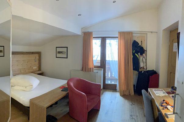 Herrchens (neues) Schlafzimmer mit Balkon, ...