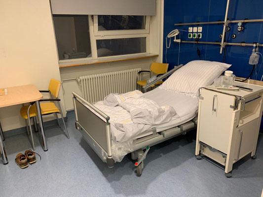 Herrchen ist im Krankenhaus. Er hat uns dieses Bild geschickt.