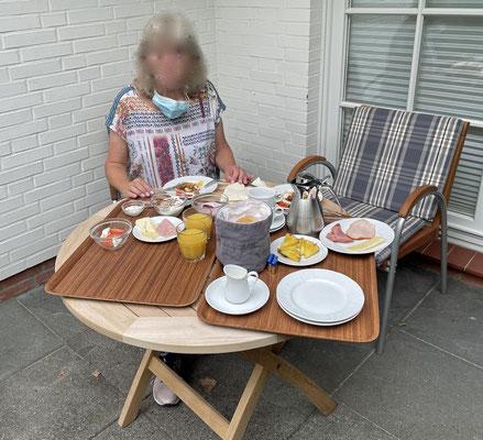 Abschiedsfrühstück für Zweibeiner