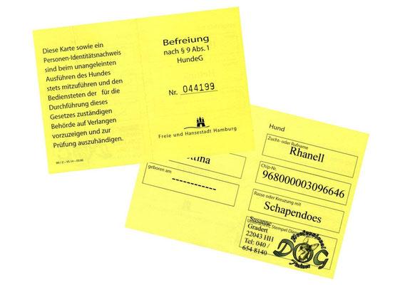 ... Frauchen hat von Susanne den Ausweis für die Leinenbefreiung bekommen.