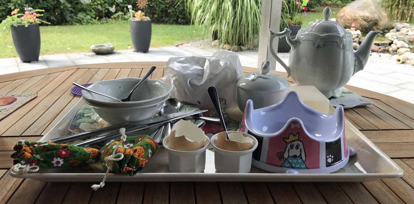 Unser Frühstückstablett ist bereit zum Abräumen.