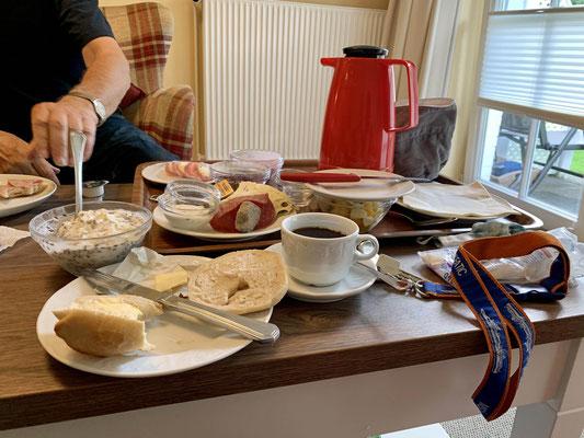 Frühstück für die Zweibeiner von Maja.