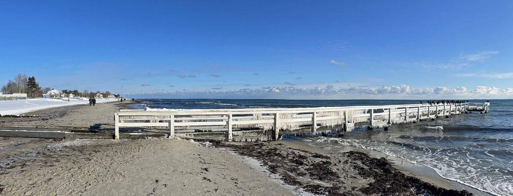 Wir treffen uns am Strand mit Jules Freund Henry, Patentante Nele und Lothar.