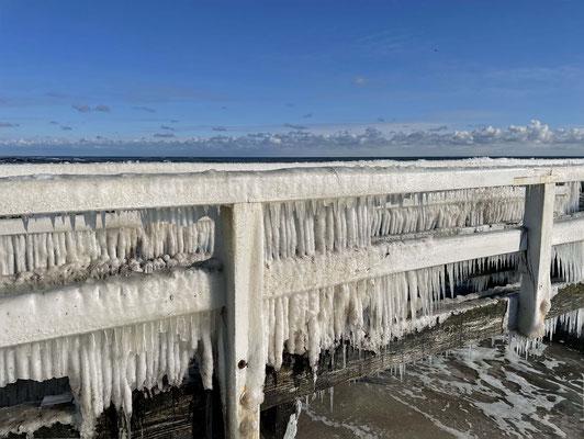 So viel Eis an der Brücke!