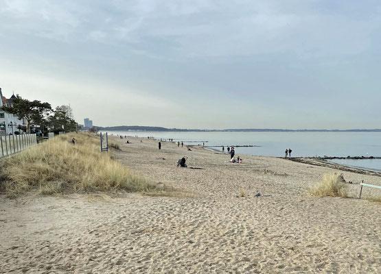 Jetzt geht es endlich an den Strand.