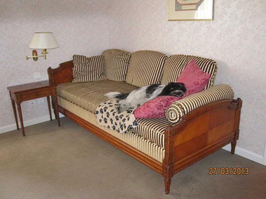 So ein drittes Bett im Zimmer, extra für mich, sollte Frauchen immer buchen; Zimmer 91, das muss ich mir merken.