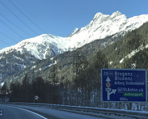 ... einen Fassnachts-Umzug auf dem Weg zum Fernpass, so sind wir diesmal durch den Arlberg-Tunnel gefahren.
