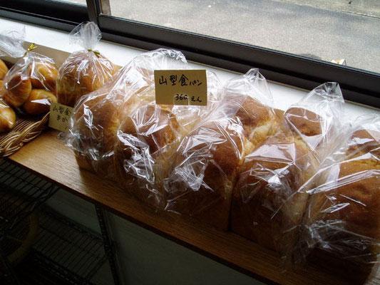 人気の山型食パンです