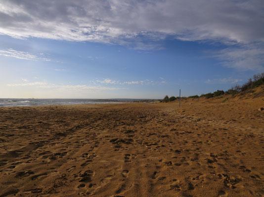 Am Strand von Santa Maria del Focallo kam man 5 km rauf- und runterkiten