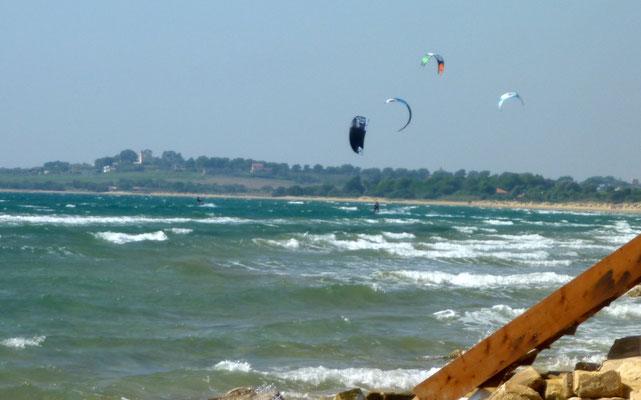 Kitesurfer am Strand von Granelli