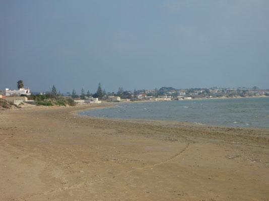 Hier der Strand von Granelli in östlicher Richtung