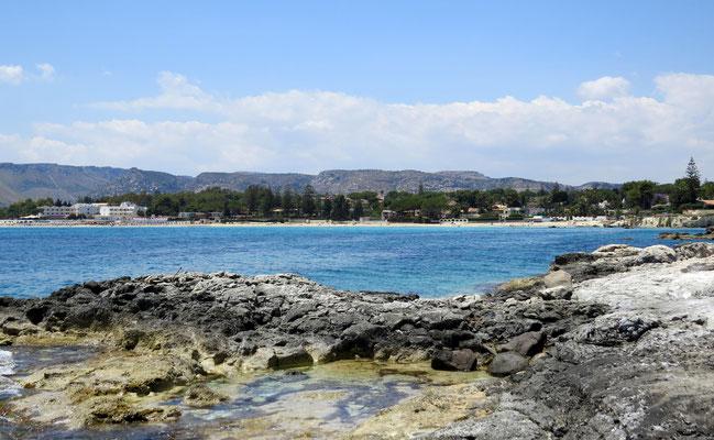Am einzigen Strand von Fontane bianche liegt das Ferienhaus Villa Marina