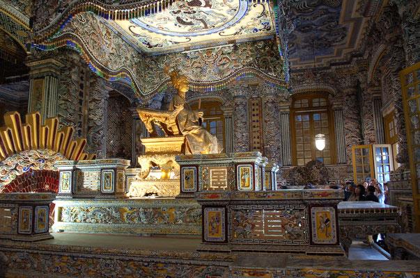 カイディン帝の金箔像