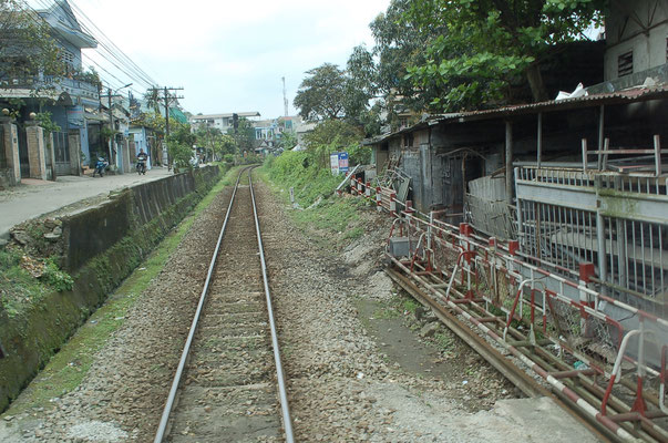 単線の鉄道(フエ市内)
