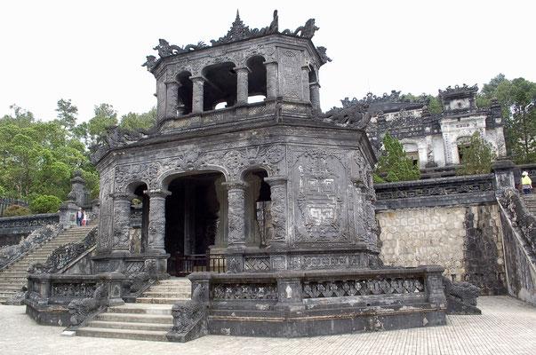 8角形の石堂